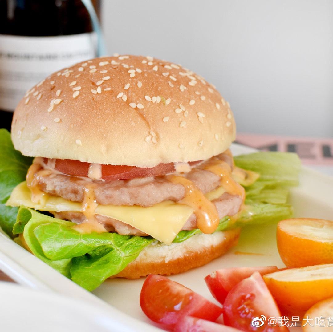 做个汉堡  还是双层的,超级过瘾呢哈哈