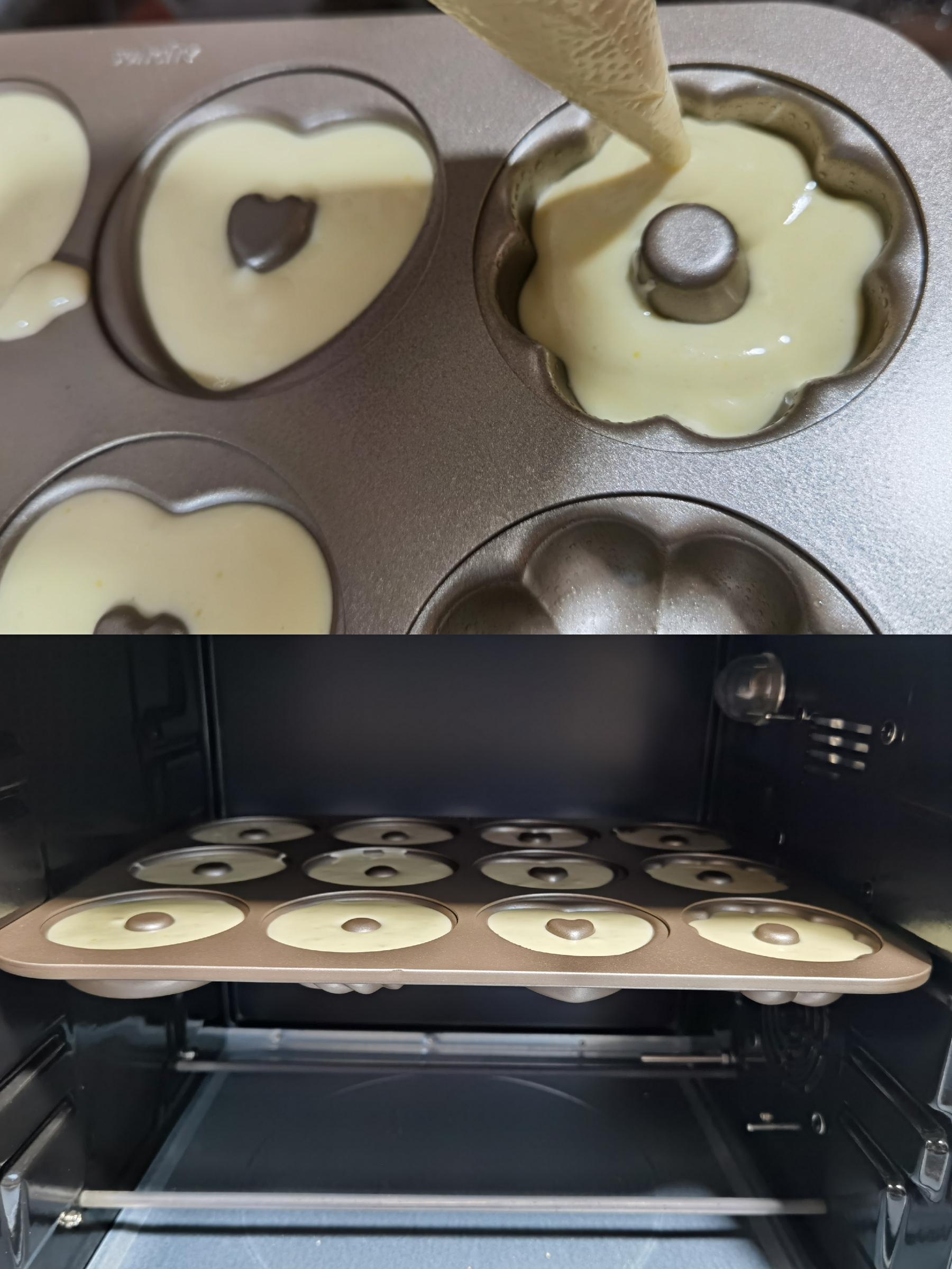 面糊装裱花袋挤入模具中,震出大气泡,放入烤箱150℃烤35分钟