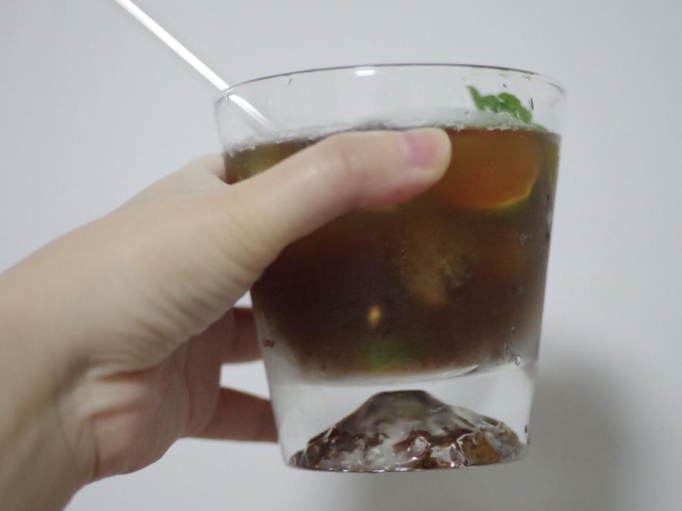 加朗姆酒,加气泡饮料,加咖啡液。 全都可以根据个人口味和喜好决定。