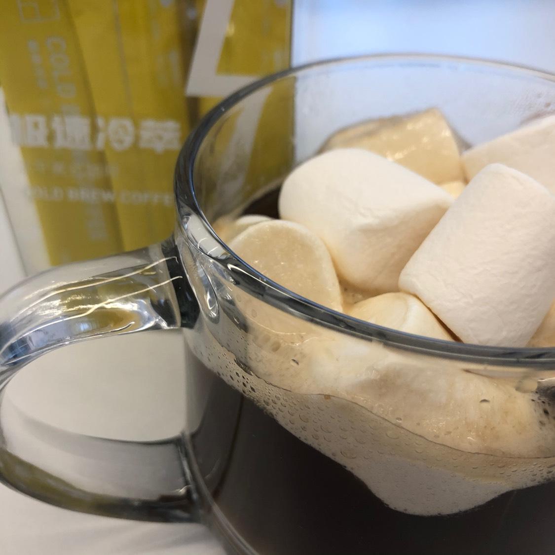 等待棉花糖泡软,化作类似奶盖的半融化状态