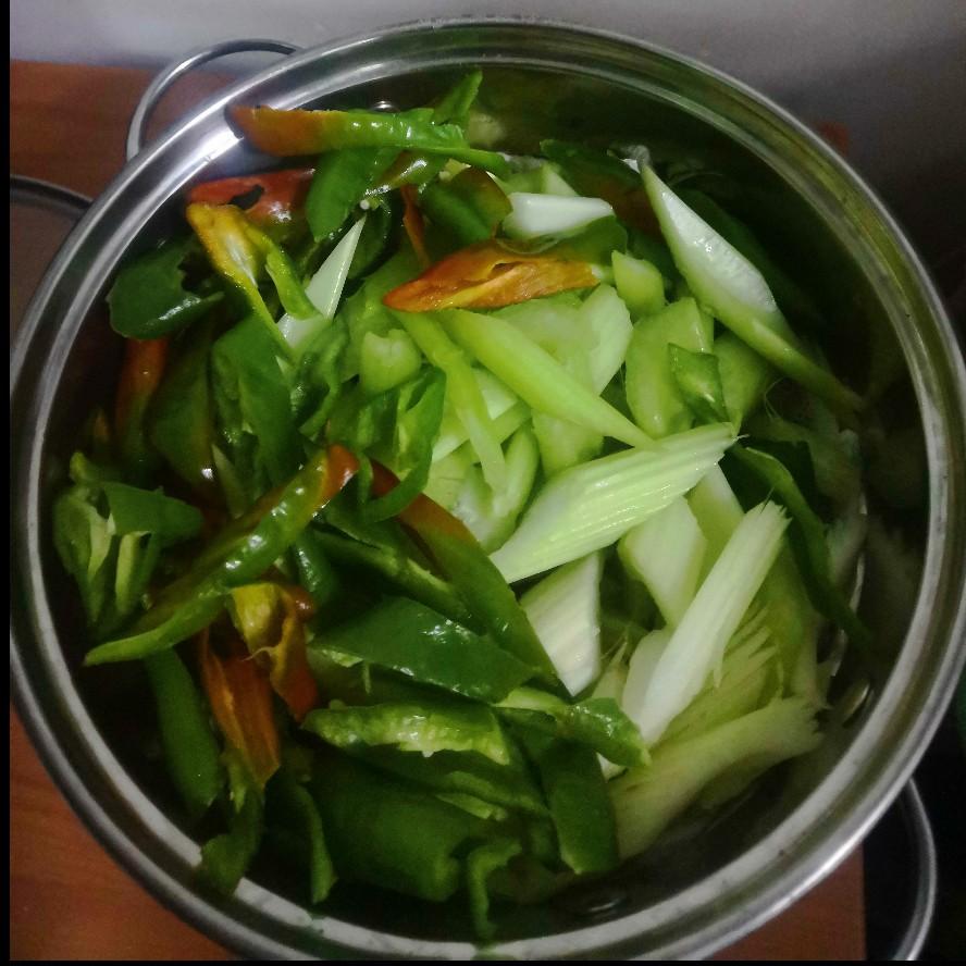 芹菜炒牛肉(图2)