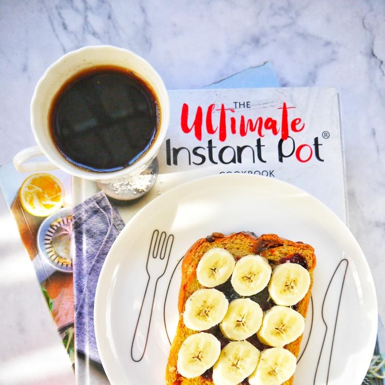 早安~~黑咖啡+香蕉蓝莓酱吐司片~~