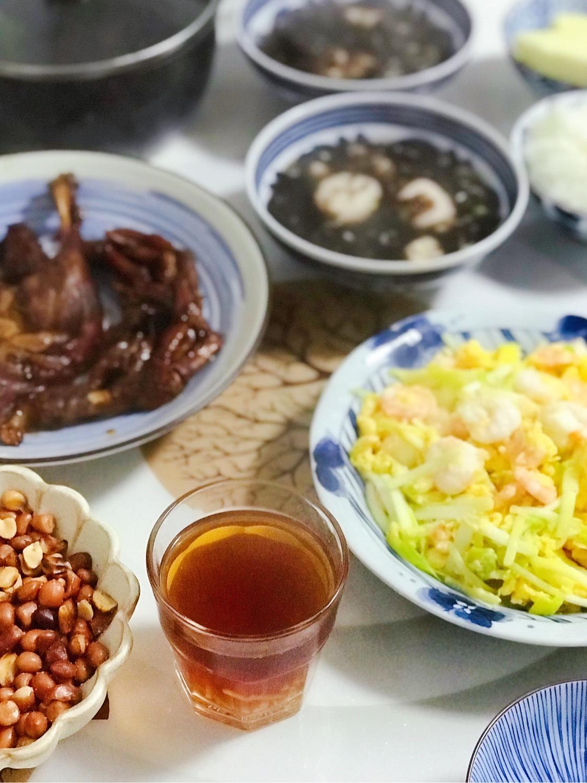 今日晚餐:韭黄鸡蛋虾仁(买的新鲜虾,