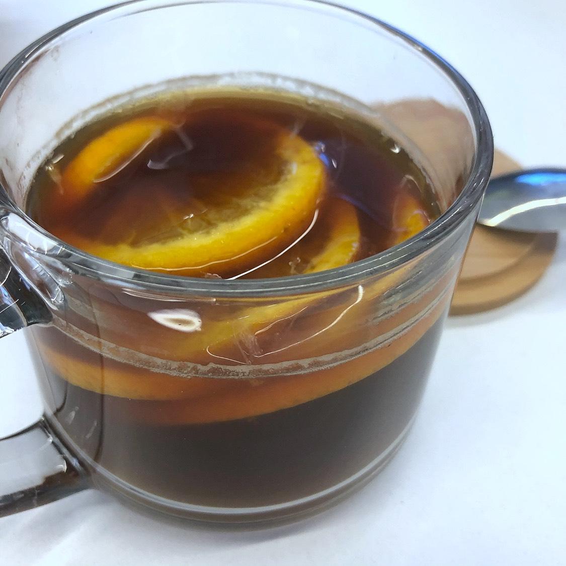 搅拌均匀咖啡冻干,可以根据个人喜好放入白砂糖或者牛奶或薄荷叶点缀一下哦