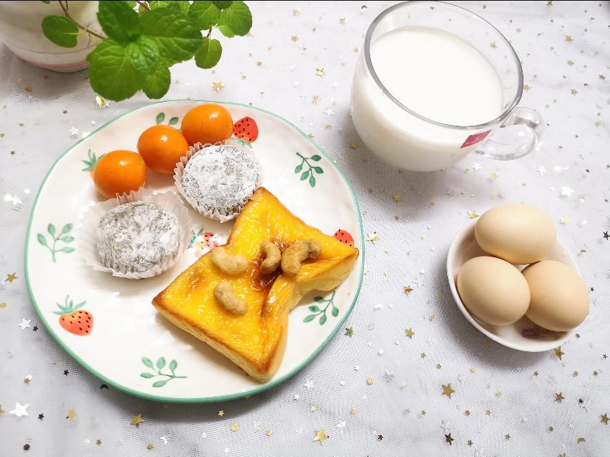 4⃣.8⃣阴天 早餐 先生~豆浆 女儿