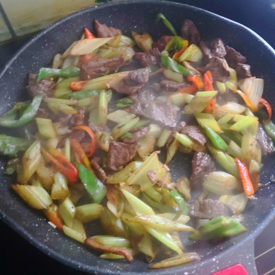 芹菜炒牛肉(图5)