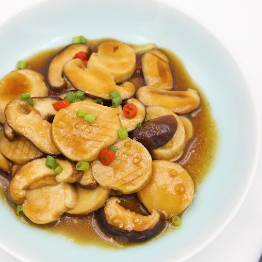 蚝油焖双菇丨这两样素菜放在一起炒一炒,比肉还香