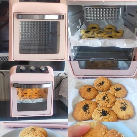 把烤箱上下火预热到190度,大约需要5-10分钟。预热好以后,将烤盘放入烤箱中层,大约烘烤20分钟。烘烤时间要根据烤箱的实际情况进行调整。烤到金黄色就可以出炉了。
