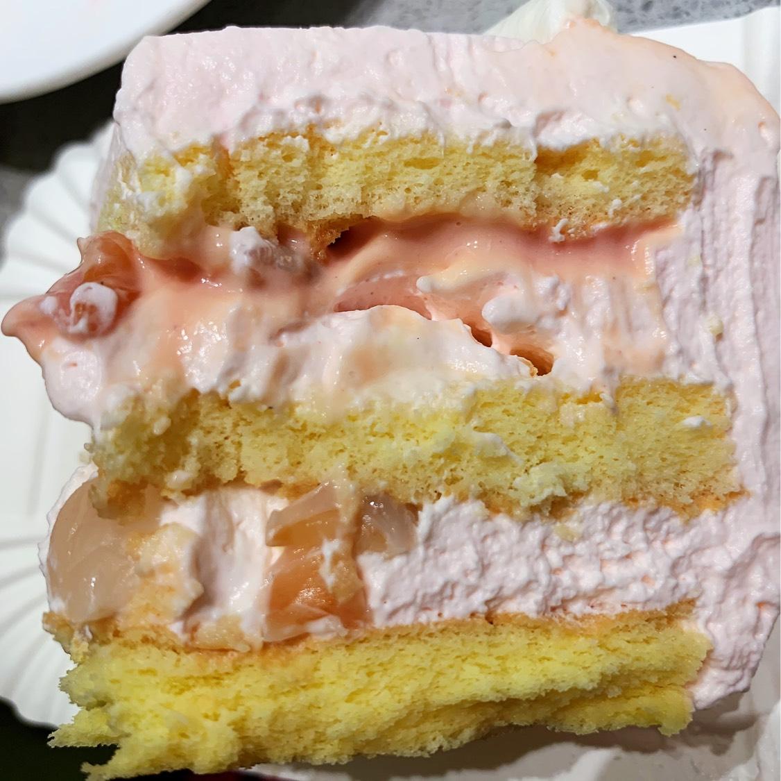 荔枝玫瑰味的蛋糕也太好吃了吧 里面还有