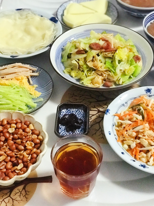 今日晚餐:胡萝卜玉菇炒鸡丝,豆皮腊