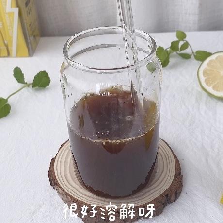 这款咖啡真得很速溶,搅拌几下就溶解了