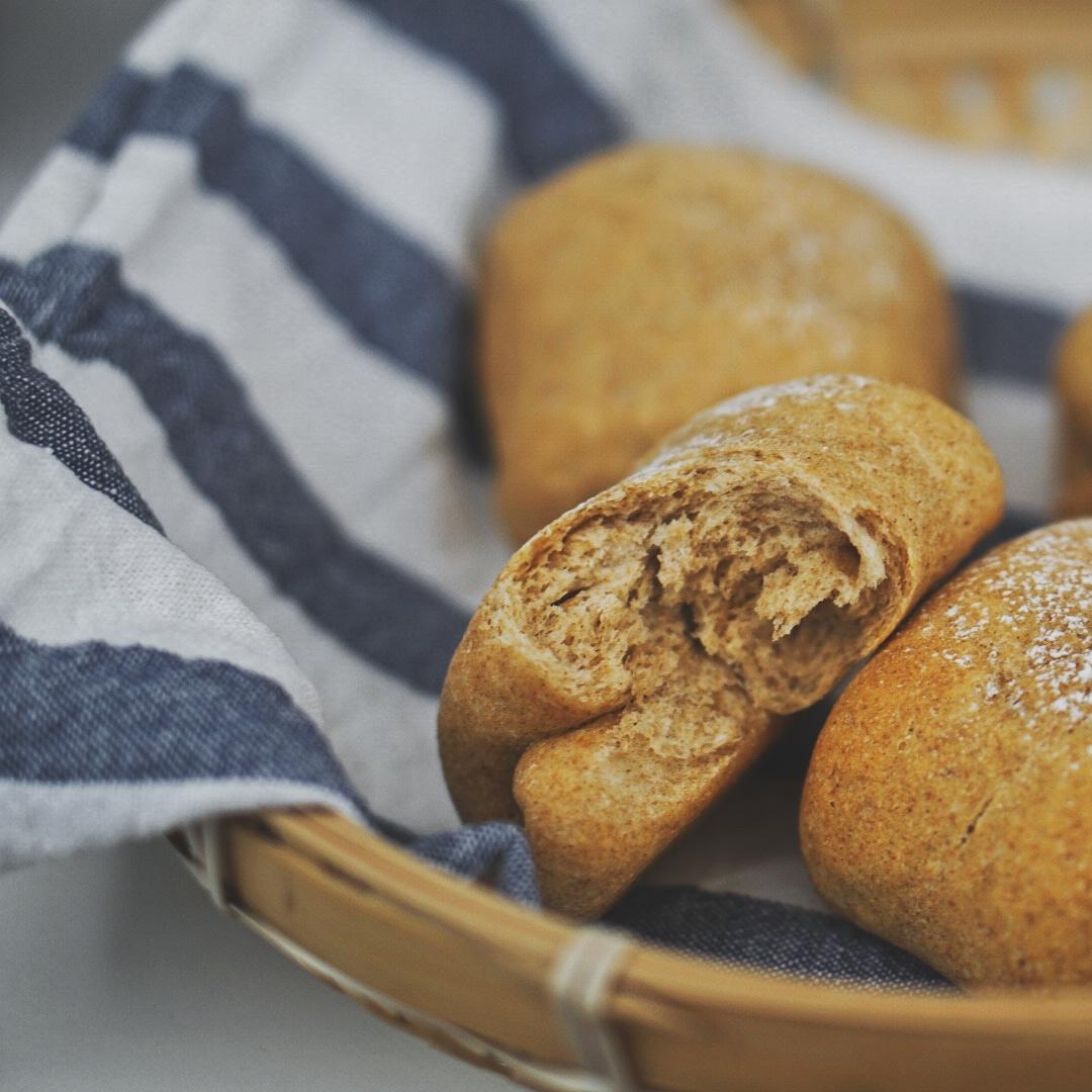 第一次做的全麦小面包。 感觉还不错~