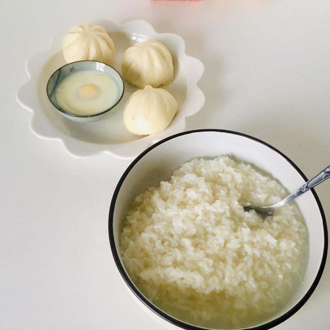 下面煮粥上面蒸包子和鸡蛋🥚 真的