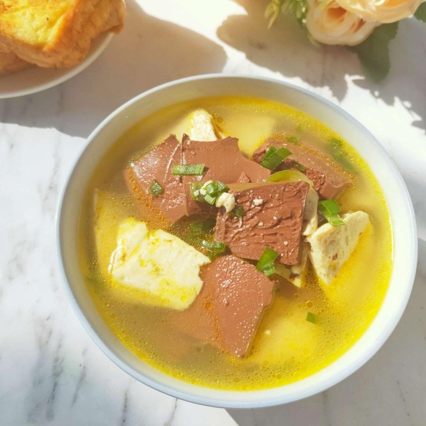 深秋喝豆腐鸭血汤不仅可以暖身子还可以清理